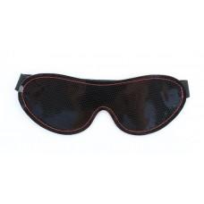 Чёрная перфорированная маска из кожи с красной строчкой (цвет -черный) (107505)